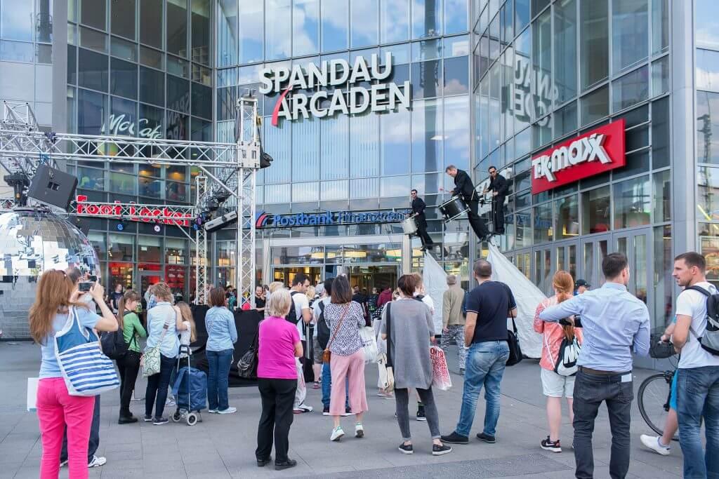 Spandauer Arcaden Läden : european shopping festival in den spandau arcaden berlin ~ Watch28wear.com Haus und Dekorationen