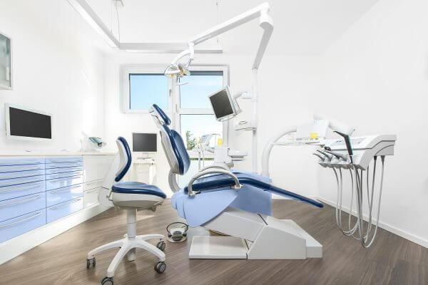 Behandlungsraum Zahnarzt- & Familienpraxis Berlin ©offenblen.de